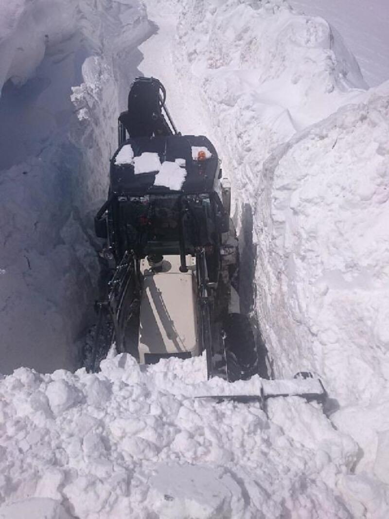 Başkale'de 4 metre karla zorlu mücadele