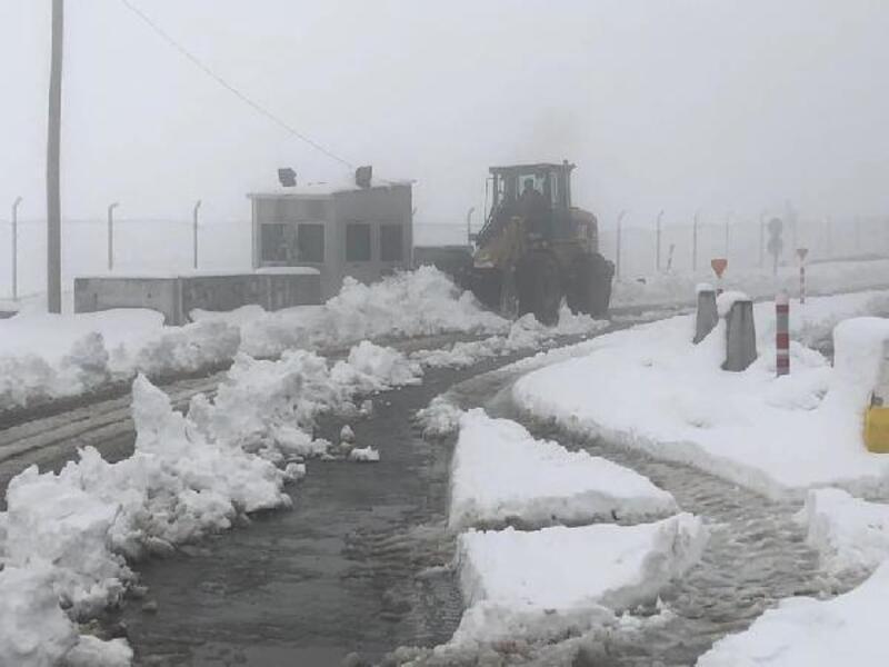 Elazığ'da 249 köy yolu kardan kapandı