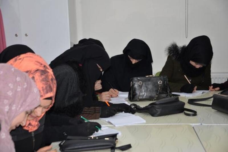 Türkçe kursunu tamamlayan Suriyeli kadınlara sertifika