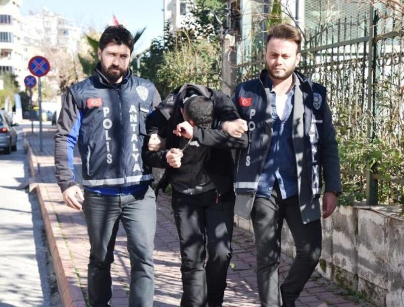 Kapı kilitlerini kırıp, hırsızlık yapan sevgililer yakalandı