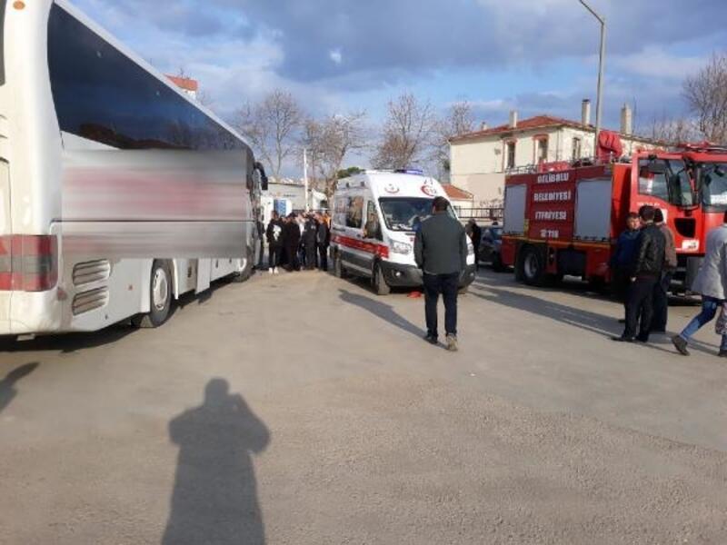 Muavini olduğu yolcu otobüsünün çarpmasıyla yaralandı
