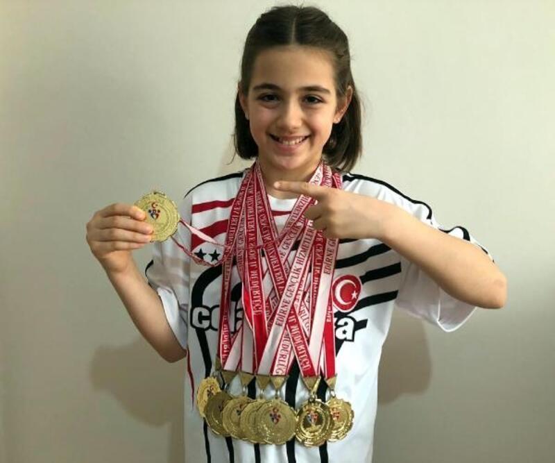 Minik yüzücü Beyza, katıldığı 42 yarışta 41 birincilik kazandı