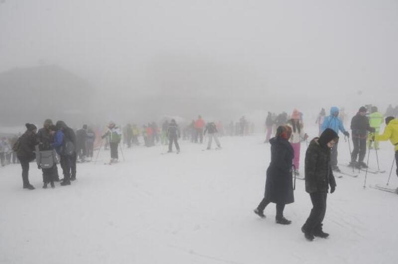 Uludağ'da sömestr yoğunluğu; tatilciler akın etti