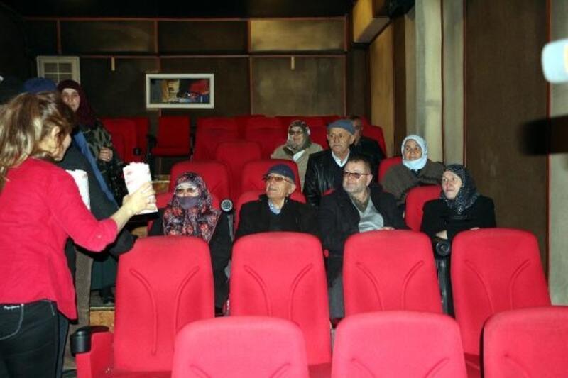 İlk defa beyaz perdeden film izlediler