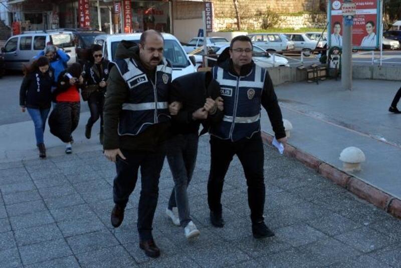 Cezaevi firarisi kadın ile hırsızlıktan hüküm giyen kardeşi yakalandı