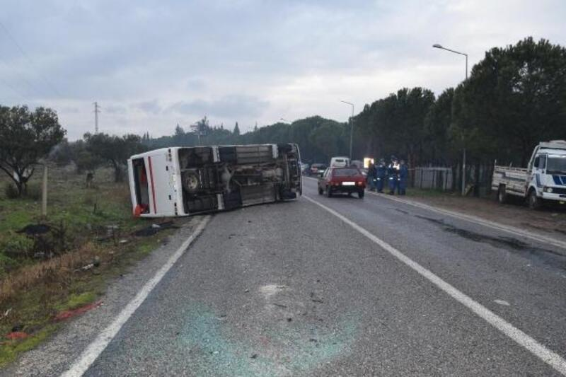 İşçi servis midibüsü devrildi: 2'si ağır 17 yaralı