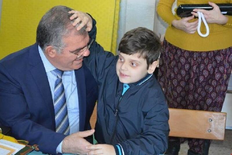 Erdek Kaymakamı'ndan, görme engelli öğrenciye ziyaret