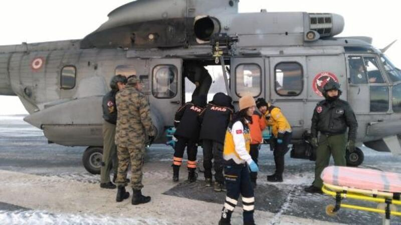 Ormanda kaybolan teknisyenler askeri helikopterle kurtarıldı