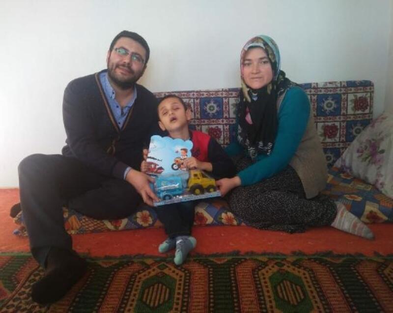 Simav'da evde eğitim gören engelli öğrenci karnesini aldı