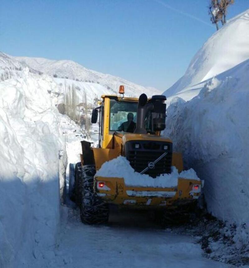 Bitlis'te kar 1,5 metreye ulaştı, 188 köy yolu kapandı