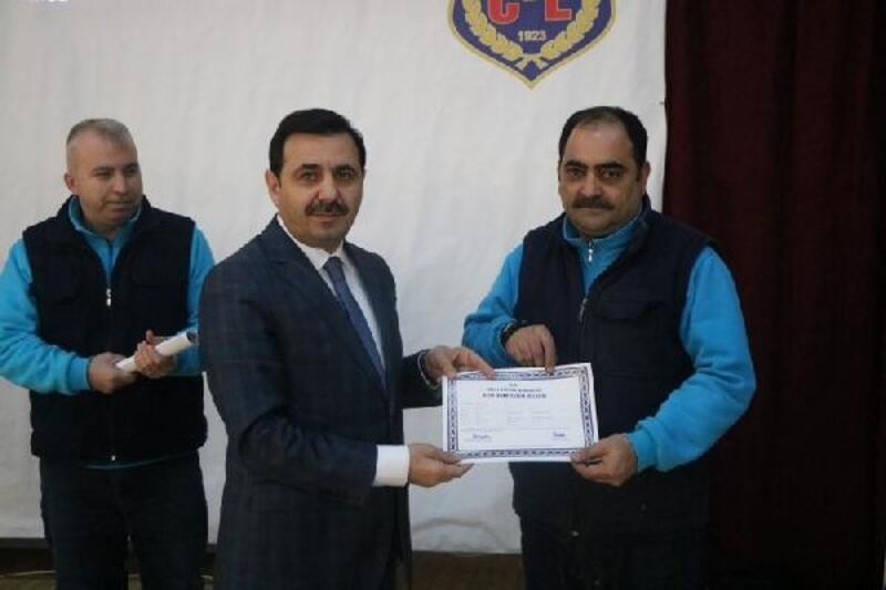 Bursa'da cezaevi personeli ve hükümlülere mesleki eğitim belgesi verildi