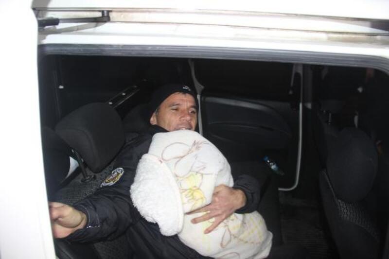 Eşini bıçaklayıp, bebeğini rehin alıp serbest bırakılan kişi, itiraz üzerine tutuklandı
