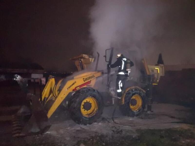 Bursa'da park halindeki iş makinası yandı