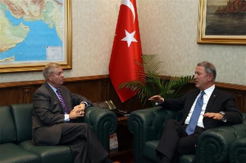ABD'li Senatör Graham, Millî Savunma Bakanı Akar'ı ziyaret etti