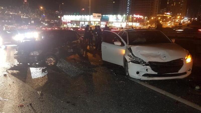 Avcılar D 100 Karayolu'nda zincirleme kaza: 4 yaralı