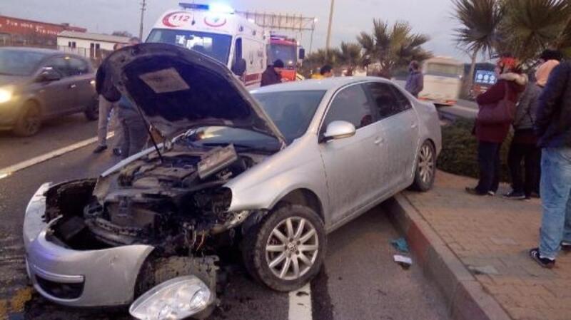 Manisa'da iki otomobil çarpıştı: 4'ü çocuk 9 yaralı