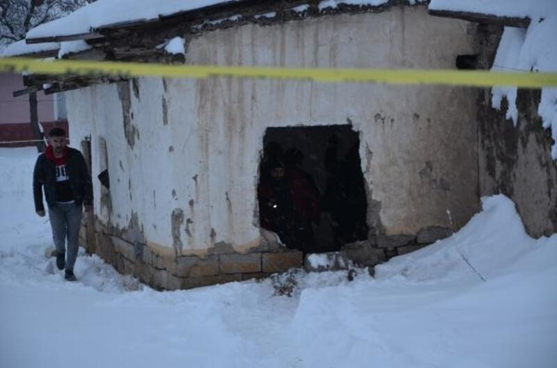 Konya'da metruk binada 2 el bombası bulundu
