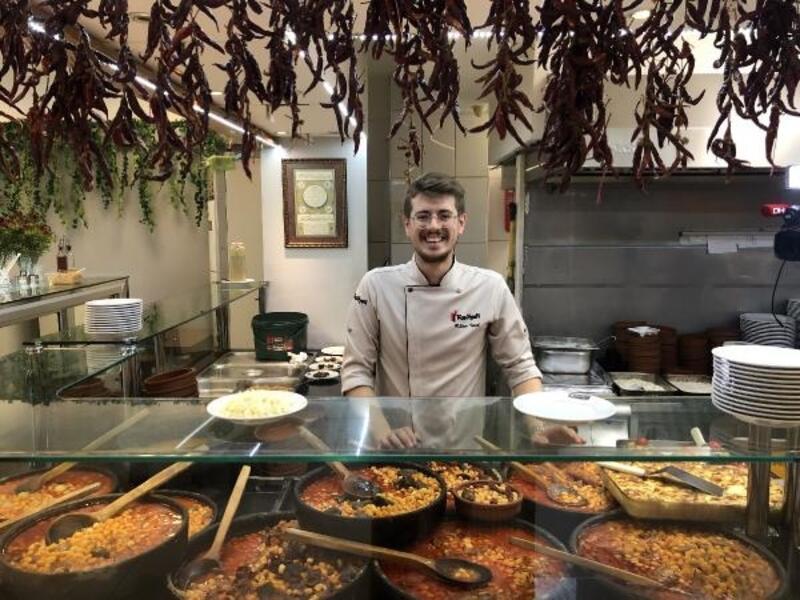 Anadolu'daki tüm kuru fasulye tariflerini tek bir dükkanda topladı