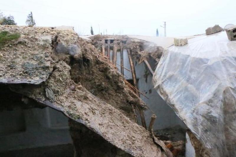 Yağmura dayanamayan ev çöktü