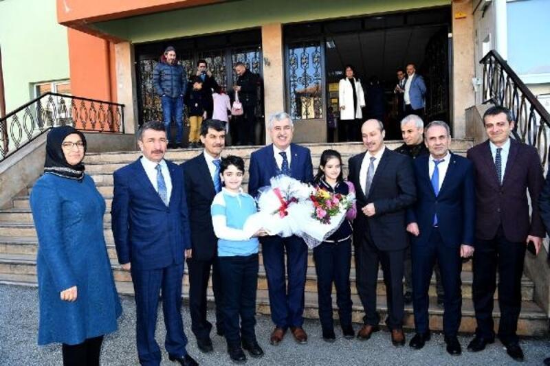 Başkan Polat öğrencilere karne dağıttı