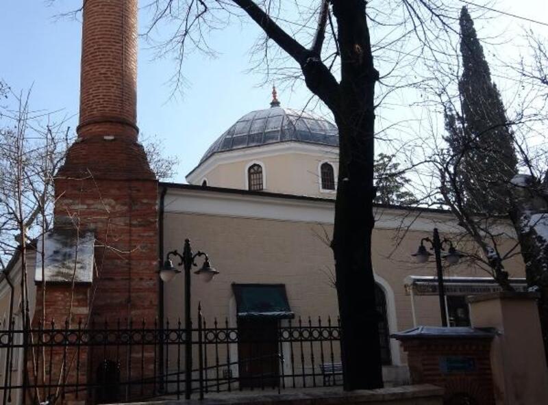 Tarihi camiye giren hırsız imamın cübbesini çaldı