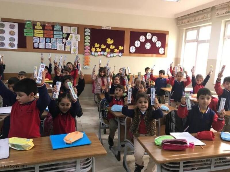 Nizip'te öğrencilere diş macunu ve fırçası dağıtıldı