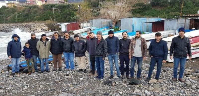 İskenderun'da fırtınanın teknelerini vurduğu balıkçılar yardım istedi