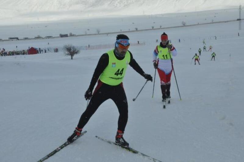 Bitlis'te eksi 10 derecede kayaklı koşu yarışması