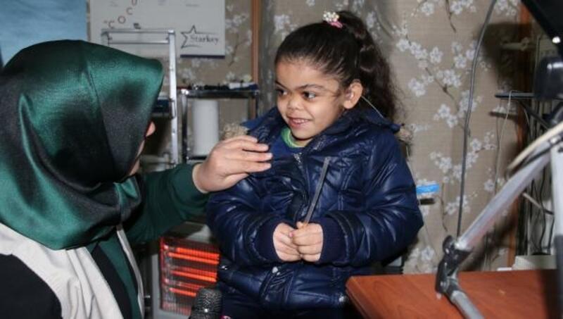 7 yaşındaki Suriyeli Alloş, işitme cihazına kavuştu
