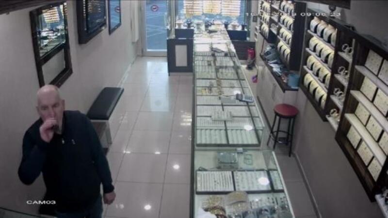 Kuyumcunun içindeki güvenlik kamerasından soygun girişimi