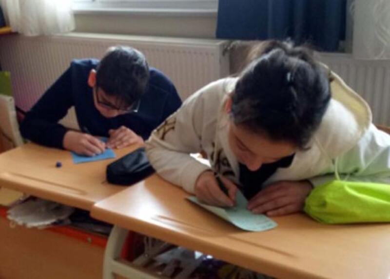 Bursa'daki özel öğrenciler, Çanakkale'deki arkadaşlarına ayraç yapıp gönderdi