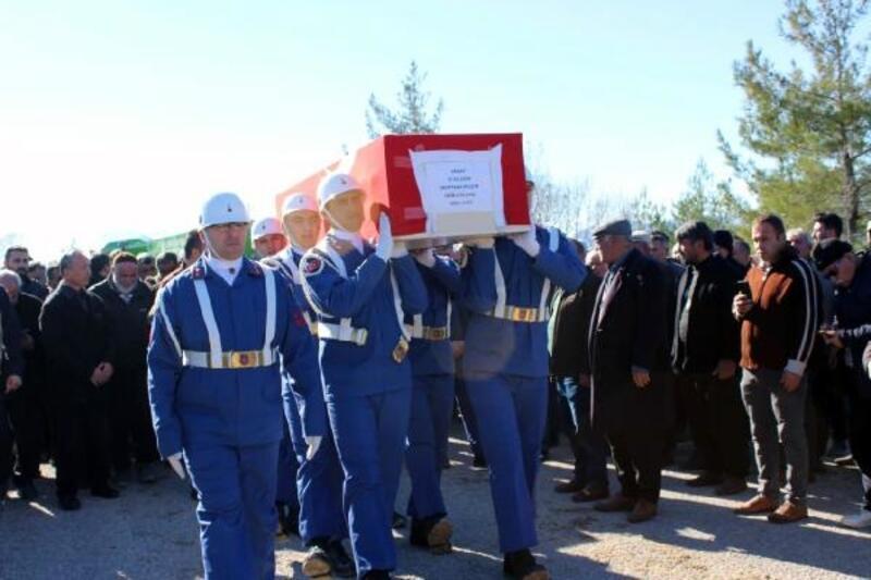 Konya'daki kazada ölen uzman çavuş ile ailesi toprağa verildi