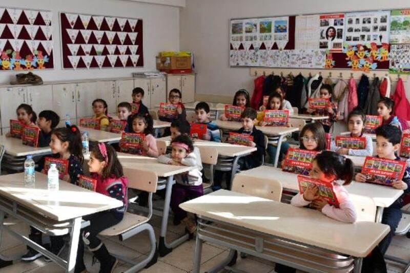 Vali Sonel'den öğrencilere 'Sıfır Atık Sıfır Kayıp' kitapçığı