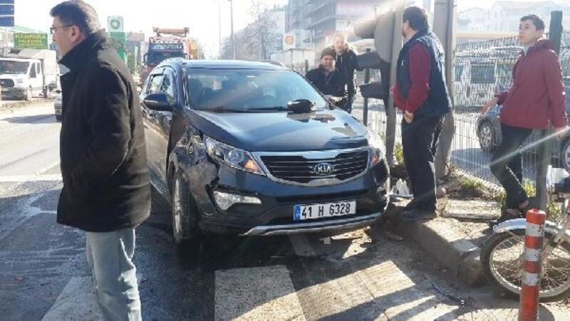 Karne kutlamasına giderken kaza yaptılar: 2'si öğrenci, 3 yaralı