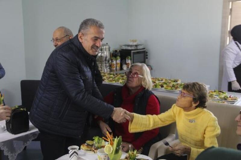 AK Parti'nin başkan adayından huzurevi ziyareti