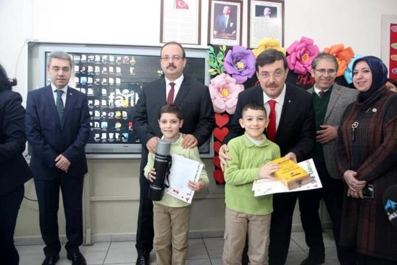Bursa Valisi, çocukların karne heyecanına ortak oldu