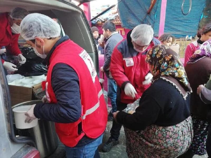 Kızılay'dan Amik Ovası'nda mağdurlara sıcak yemek