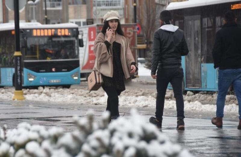 Sivas'ta 656 yerleşim biriminin yolu kardan kapalı