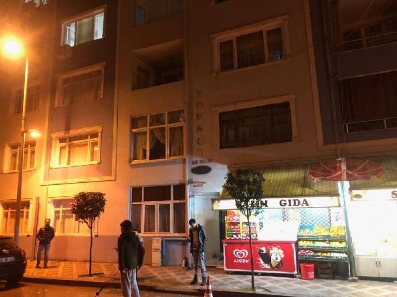 Karamürsel'de ev yangını:2 kişi dumandan etkilendi