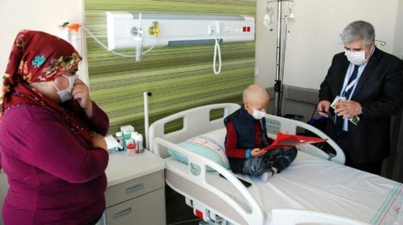 Kayseri'de kanser hastası çocuklar karnelerini aldı