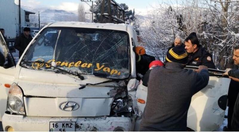 Buzlanma nedeniyle meydana gelen kaza kameraya yansıdı