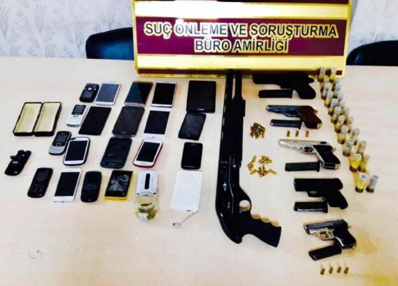 Silah imalathanesi gibi kullanılan evde tabanca, uyuşturucu ve çalıntı telefon bulundu