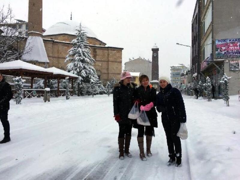 Kar yağışı Ulukışla'yı etkisi altına aldı