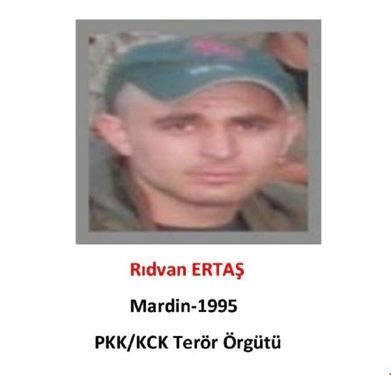 Gri kategoride aranan PKK'lı terörist teslim oldu