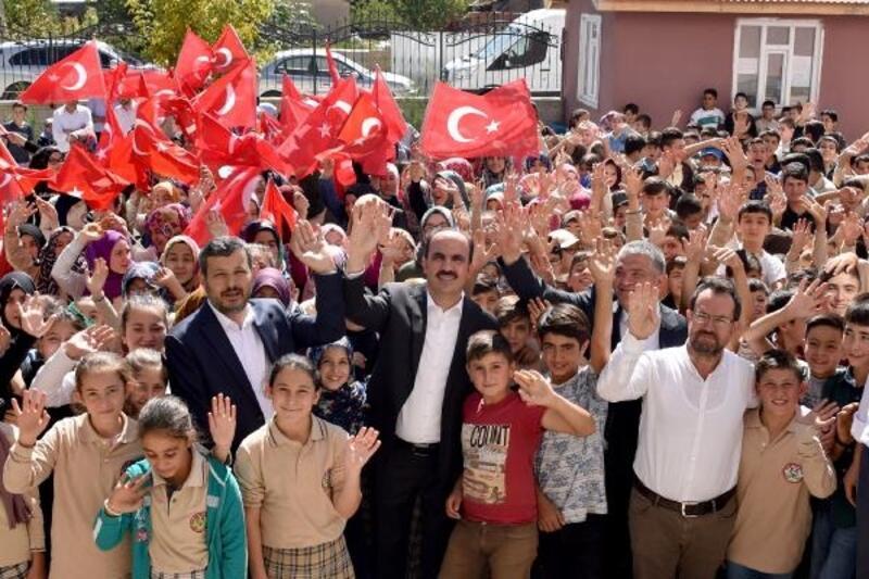Konya Büyükşehir Belediye Başkanı Altay, öğrencileri tatilde Millet Kıraathaneleri'ne davet etti