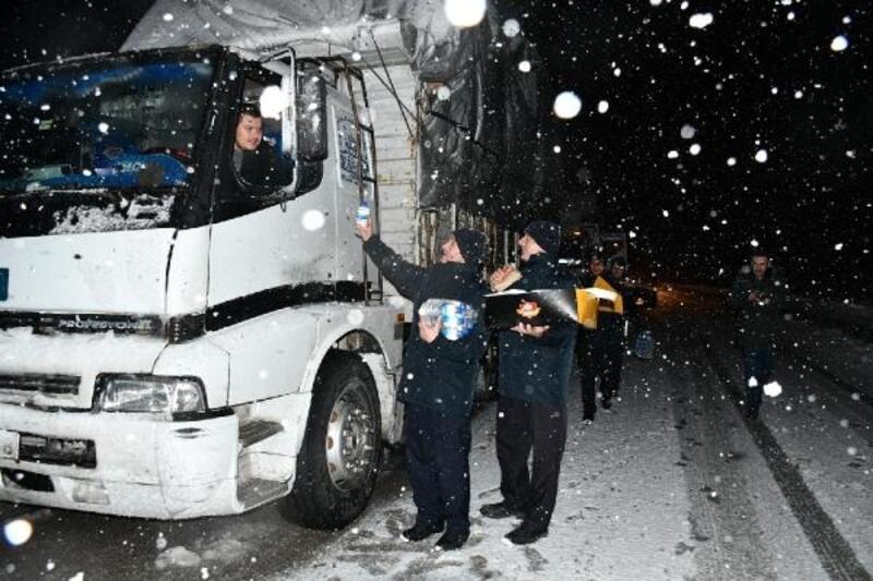 Bursa'da kar yağışı ulaşımı olumsuz etkiledi