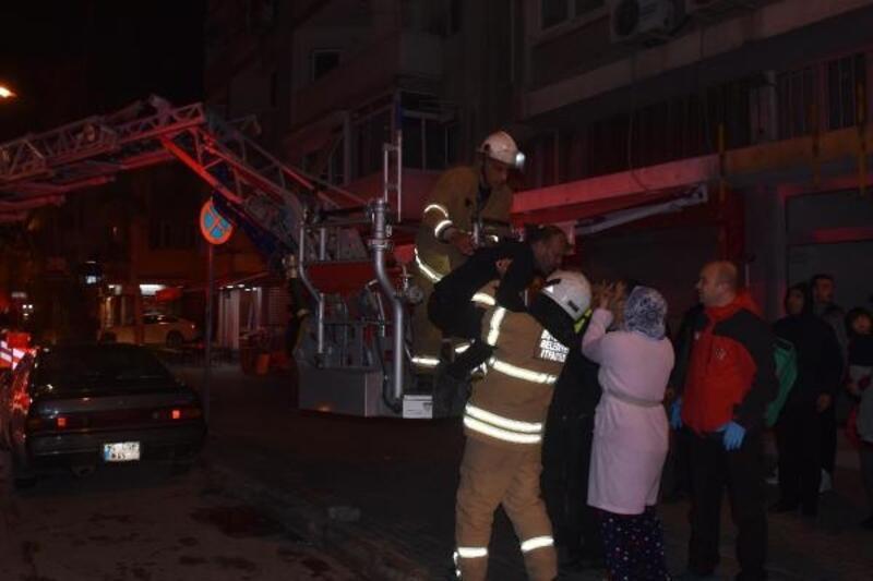 15 kişinin yaşadığı dairede yangın çıktı