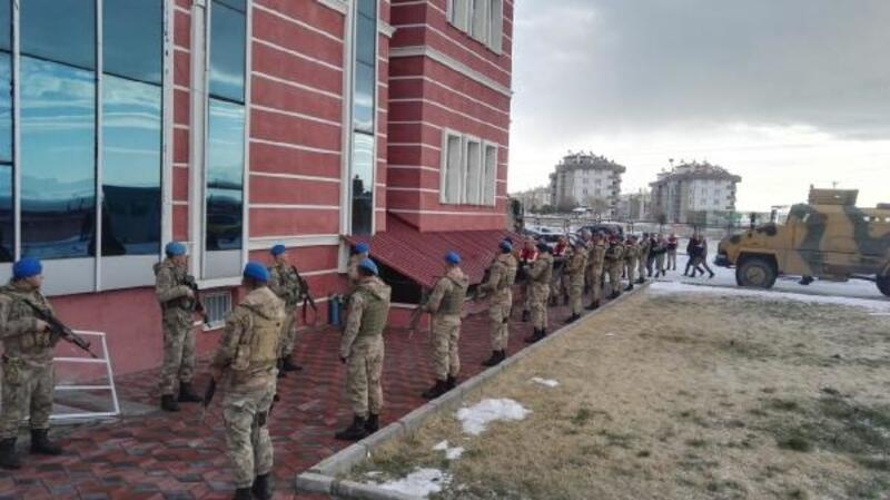 Van'da terör operasyonunda gözaltına alınan 13 şüpheli tutuklandı