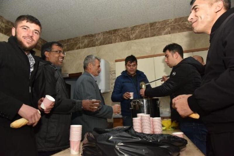Kar nedeniyle mahsur kalan 600 kişi, taziye evleri ve yurtlara yerleştirildi