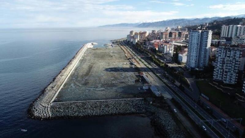 Rize'de sosyal alan için deniz dolduruluyor
